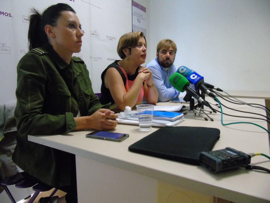 Daniel Ripa, Ana Taboada y Nuria Rodríguez en rueda de prensa sobre el Musel. OCAN