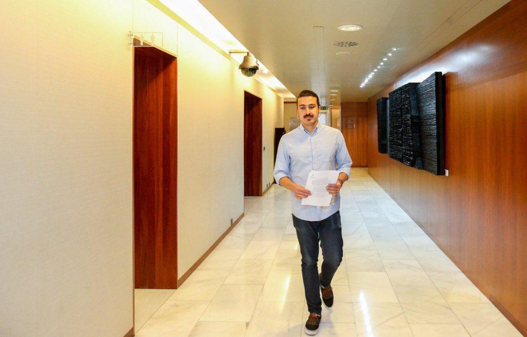 Andrés Vilanova en los pasillos de la Xunta Xeneral del Principado
