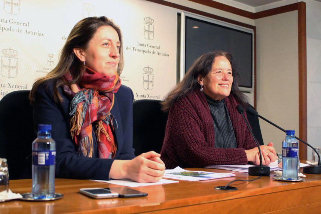Lorena Gil y Paula Valero en la rueda de prensa sobre el PRUG de Picos de Europa