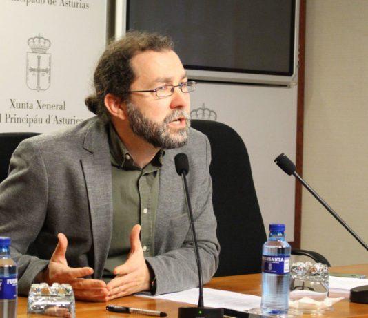 Emilio León en la rueda de prensa sobre los fondos de formación
