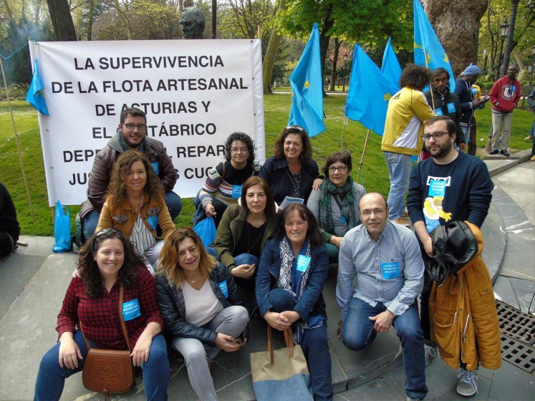 concentración convocada en Uviéu por las cofradías de pescadores para protestar por el reparto de las cuotas de pesca de la xarda