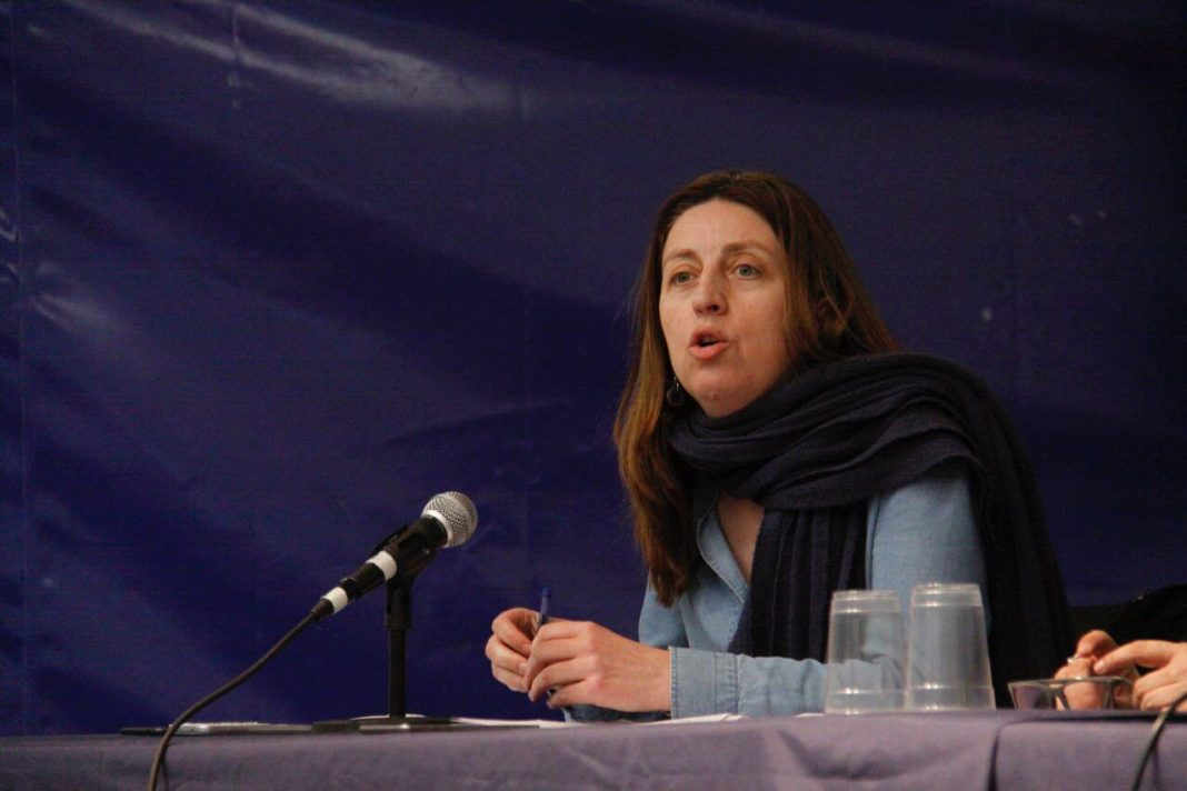 Lorena Gil en la asamblea de Xixón