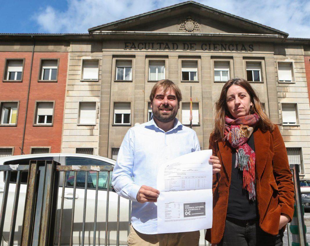 Lorena Gily Daniel Ripapresentando nuestra propuesta para una Universidad gratuita en Asturies