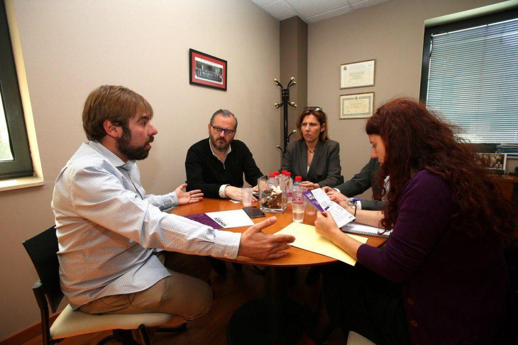 Daniel Ripa se reúne con la presidenta de CAR (Corporación Asturiana del Transporte) para presentar la medida de Podemos Asturies viaje a 1€ por la zona centro en transporte público