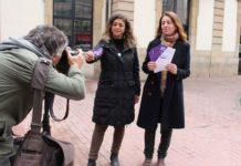 La candidata ha repartido hoy en Avilés material informativo sobre la propuesta de un billete de tarifa única a 1€ en el área central, junto a la candidata a la alcaldía, Tania González