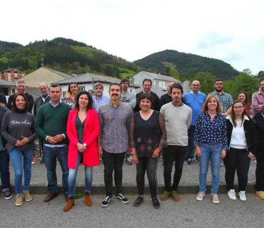 Andrés Ron presentó en Navelgas la candidatura acompañado por representantes de doce concejos