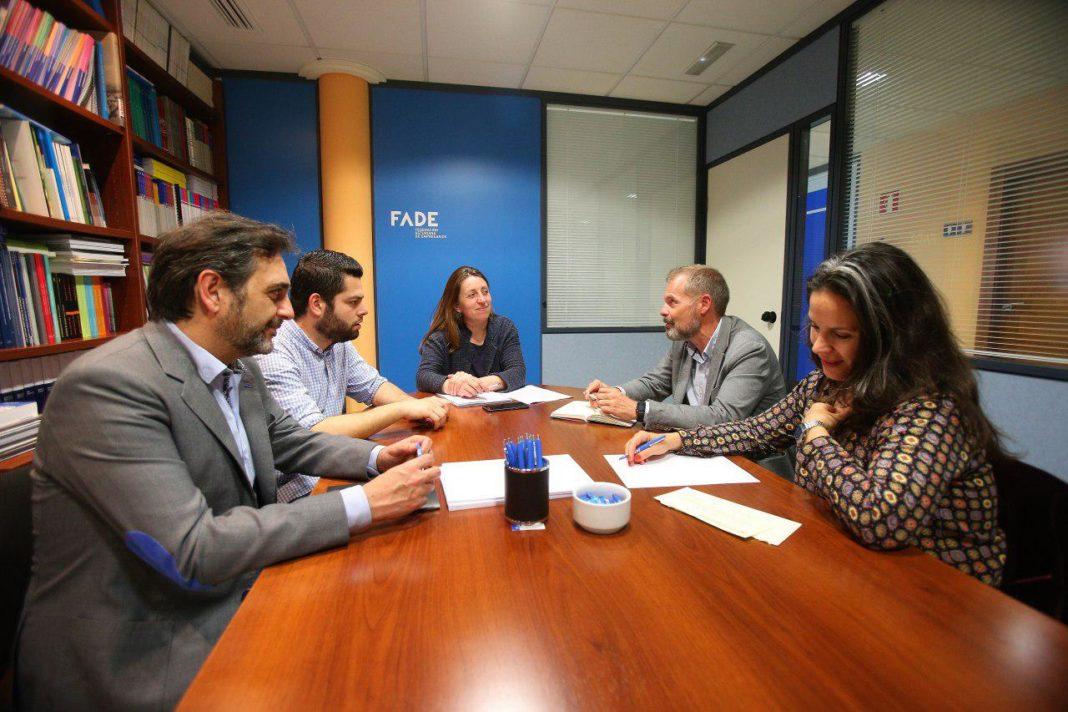 Lorena Gil y los concejales Rubén Rosón y Orlando Fernández presentaron a ACICCA la propuesta de Ley del Audiovisual Asturiano