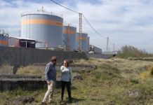 El secretario general y Eva Menéndez presentan la propuesta para crear un Centro de Investigación de la Industria del Mar en Castrillón