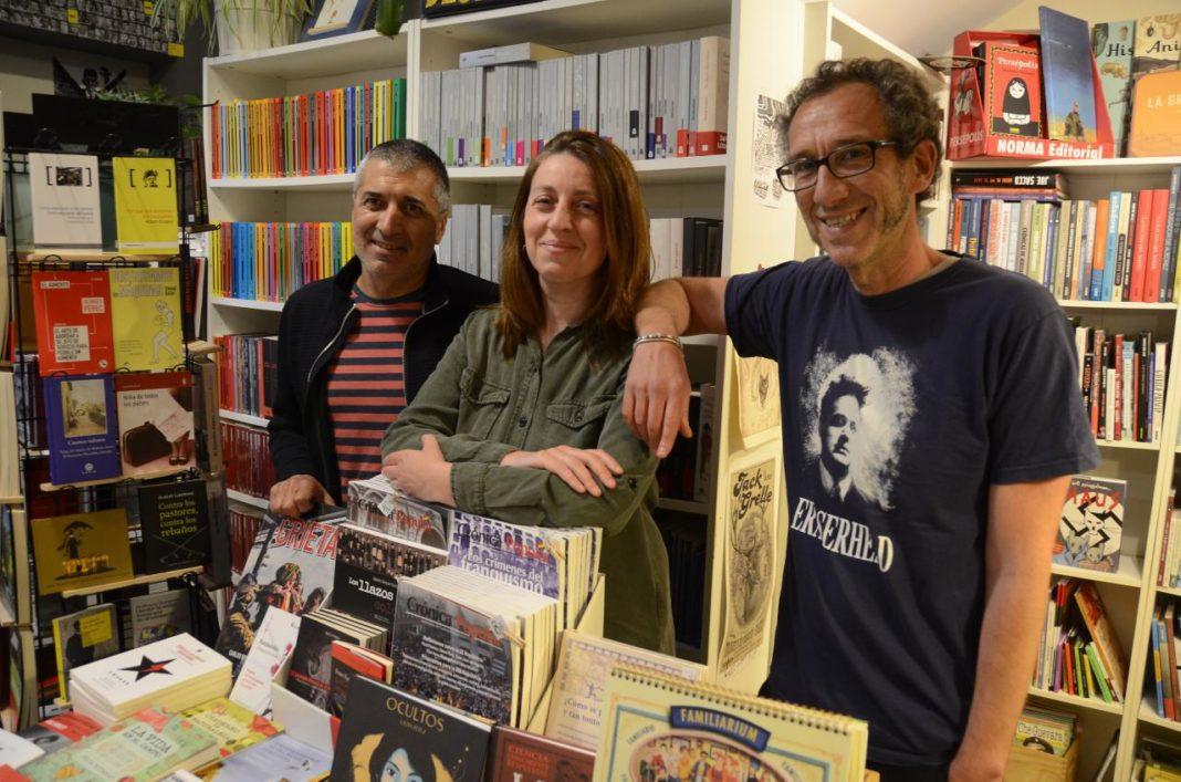 Lorena Gil y el escritor Ricardo Menéndez Salmón presentan el programa de Podemos Asturies en materia de cultura