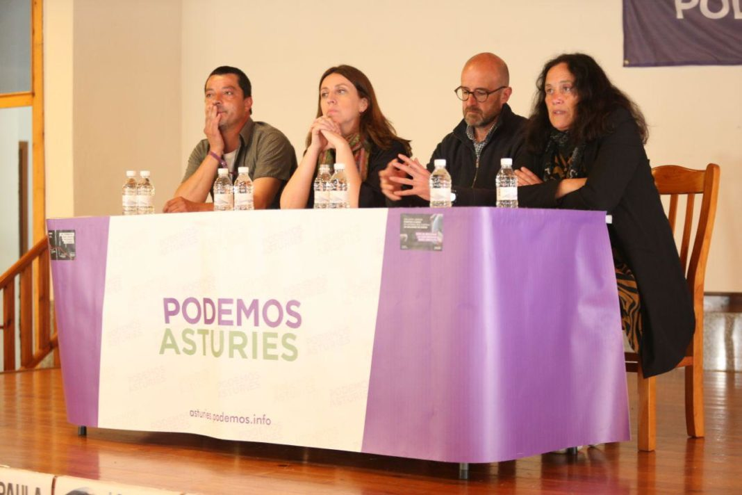 Lorena Gil participando en Piloña en una mesa redonda sobre la Política Agraria Común (PAC)