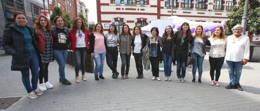 Lorena Gil presentó este jueves el Plan de Cuidados de Podemos Asturies junto a Patricia García, cabeza de lista de Podemos Mieres, y Anabel Santiago, número dos de Somos Uviéu