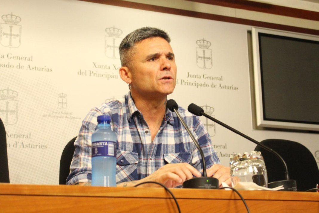 Rafael Palacios en rueda de prensa en la Junta General
