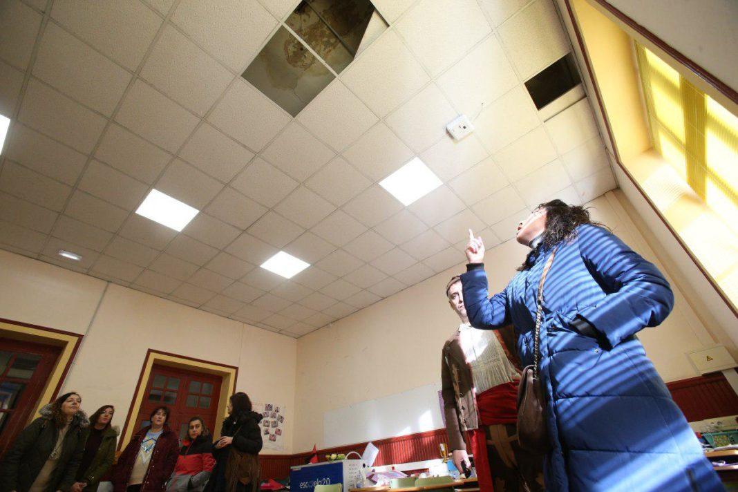 CP Jesús Neira de La Pola (L.lena), goteras desde hace dos años en las aulas y en el edificio del polideportivo una que lleva casi ocho años