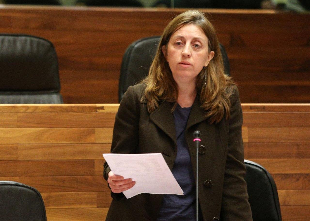 Lorena Gil preguntando a Barbón si cumplirá el acuerdo de gobierno sobre la universalización de la educación 0-3