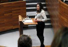 Nuria Rodriguez López en el Hemiciclo de la Junta General durante el Pleno