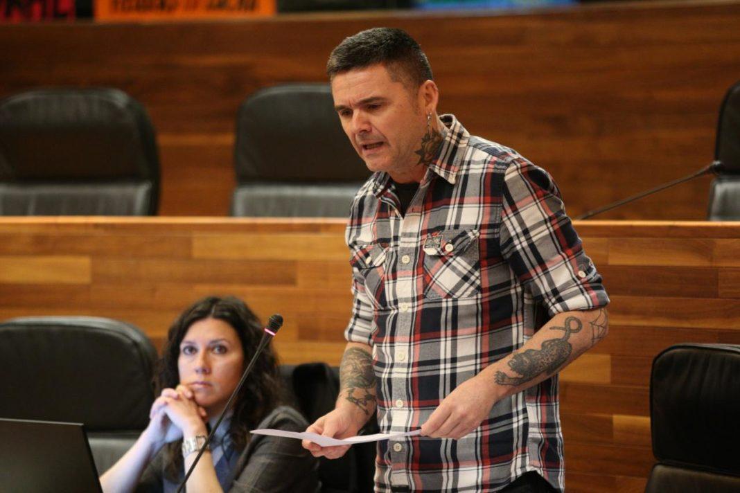 Rafael Palacios en el Pleno de la Cámara Asturiana