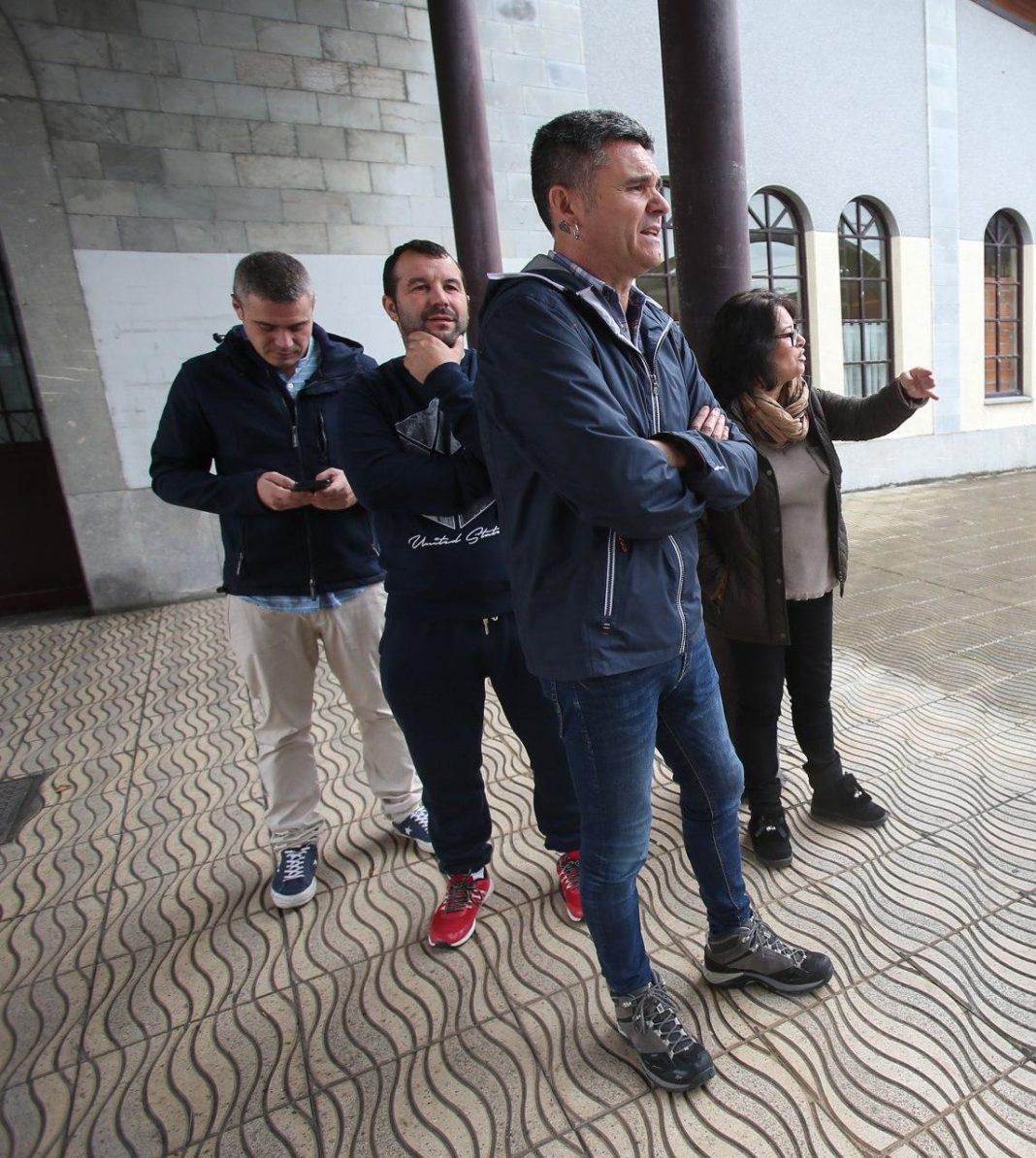 """Rafael Palacios (Podemos Asturies) y Rosa Prieto (Podemos Llangréu) recuerdan """"la incidencia de la masificación del transporte público en la transmisión del coronavirus"""" y exigen al Gobierno autonómico que """"actúe con urgencia"""""""