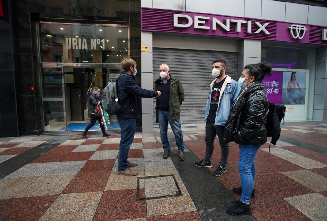 Podemos Asturies considera que como el servicio bucodental no es un servicio público, se ha convertido en un negocio en el que están entrando fondos de inversión para obtener dinero rápido a costa de los y las clientas.