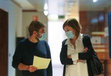 El Gobierno asturiano lleva 70 días ocultando el listado de altos cargos vacunados fuera de turno