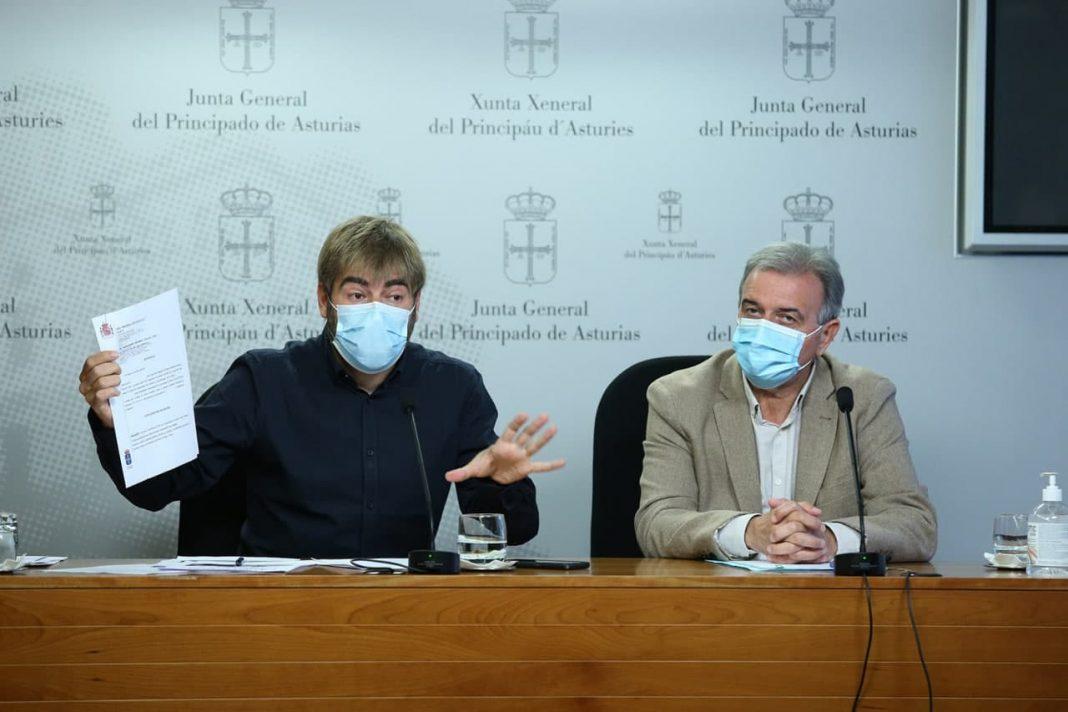 """Podemos Asturies y la Unión de Consumidores denuncian los abusos que hacen los bancos a sus clientes con las comisiones y tarjetas """"revolving"""""""