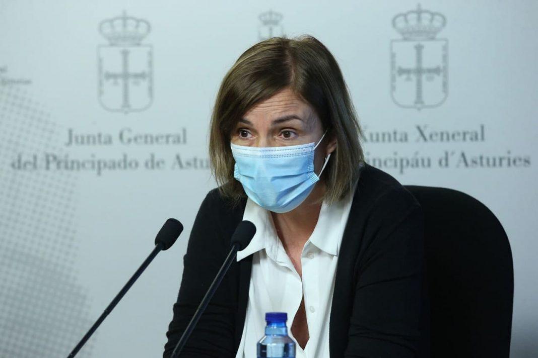 """La portavoz de Salud de Podemos Asturies, Covadonga Tomé, califica de """"irresponsable"""" al consejero por decir que los pacientes deben decidir si necesitan consulta presencial o no."""